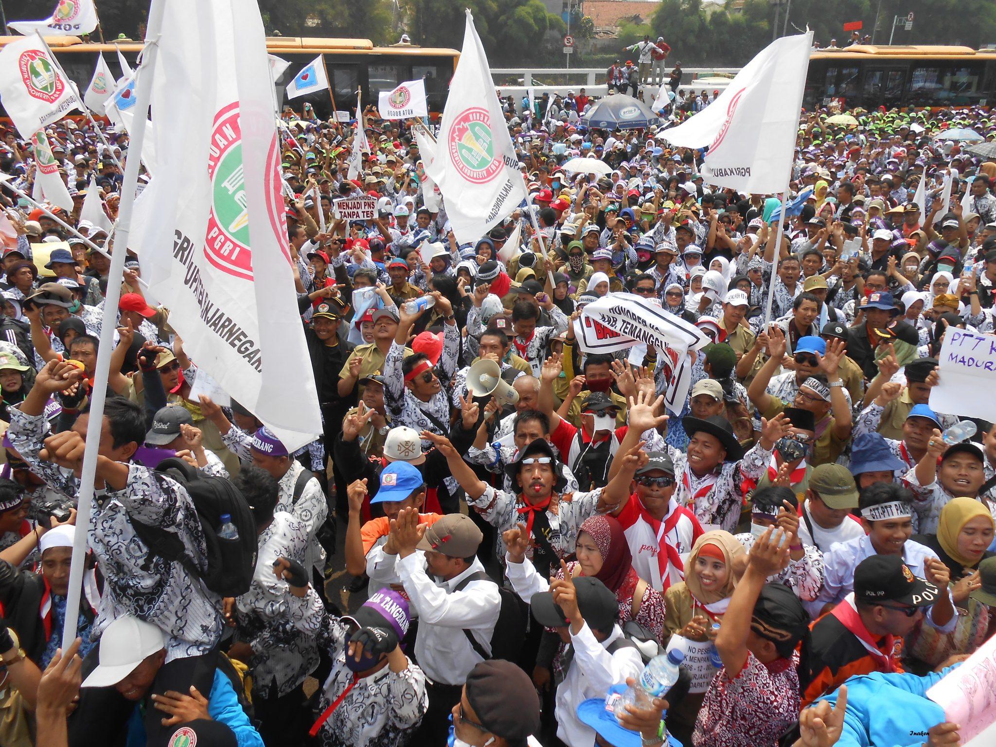 Ratusan ribu pahlawan tanpa tanda jasa geruduk gedung DPR RI