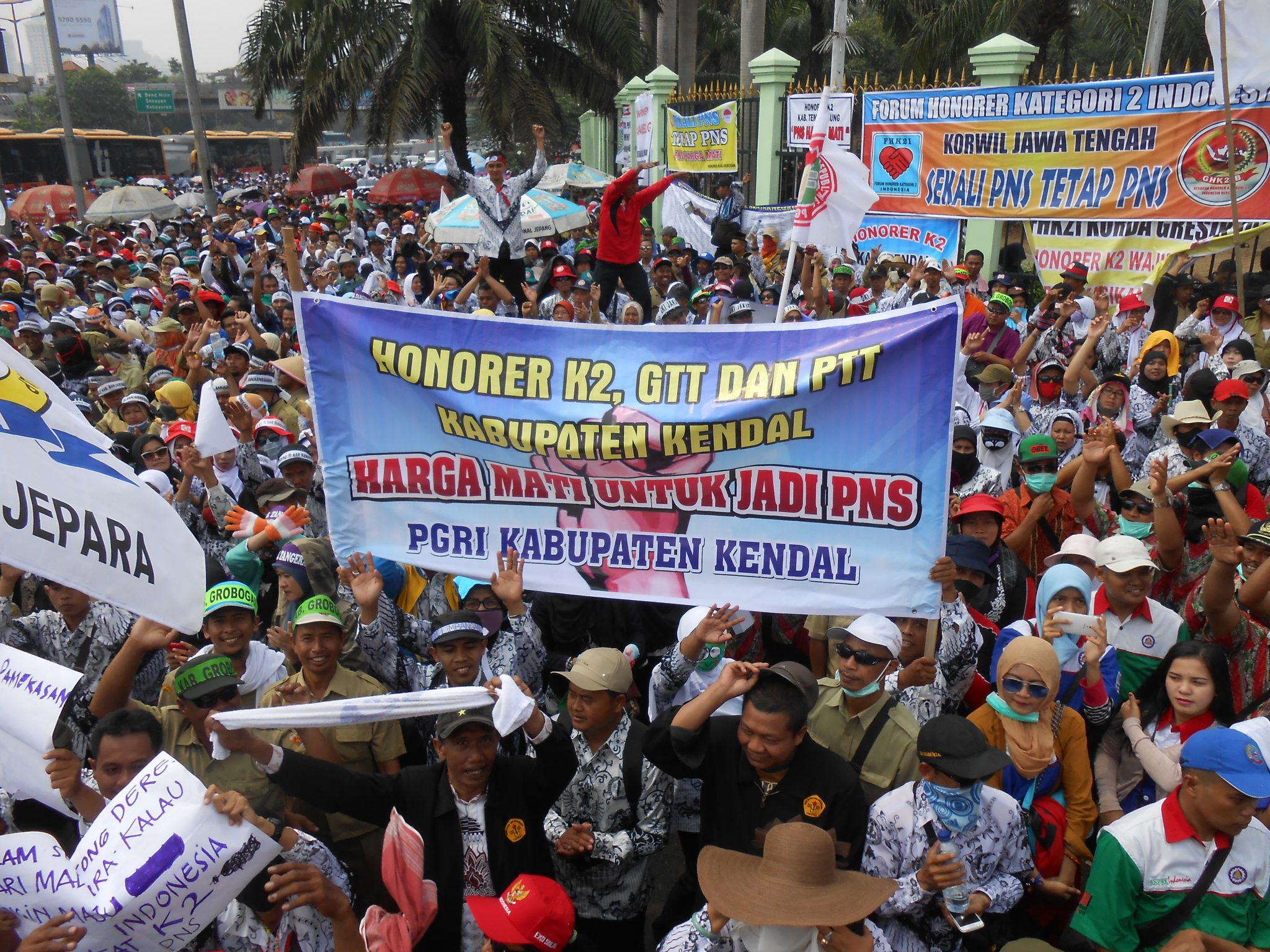 FOTO AKSI GURU HONORER, 15 SEPTEMBER 2015
