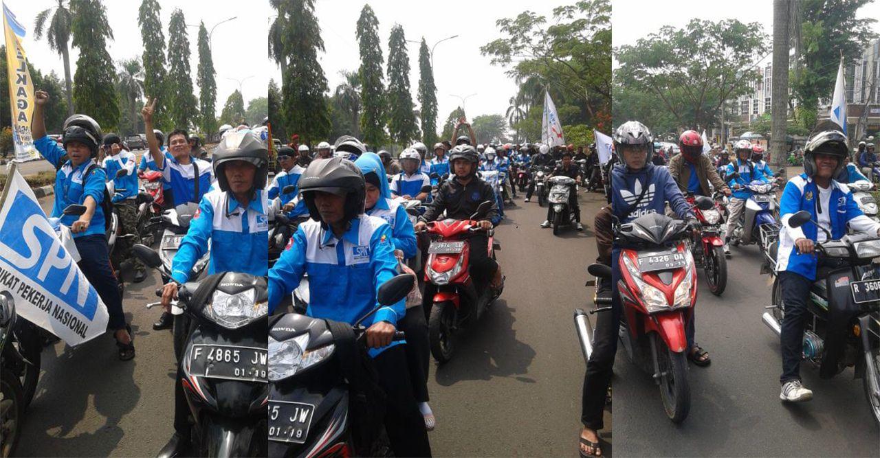 Ribuan Buruh Kepung Kantor Bupati Bogor