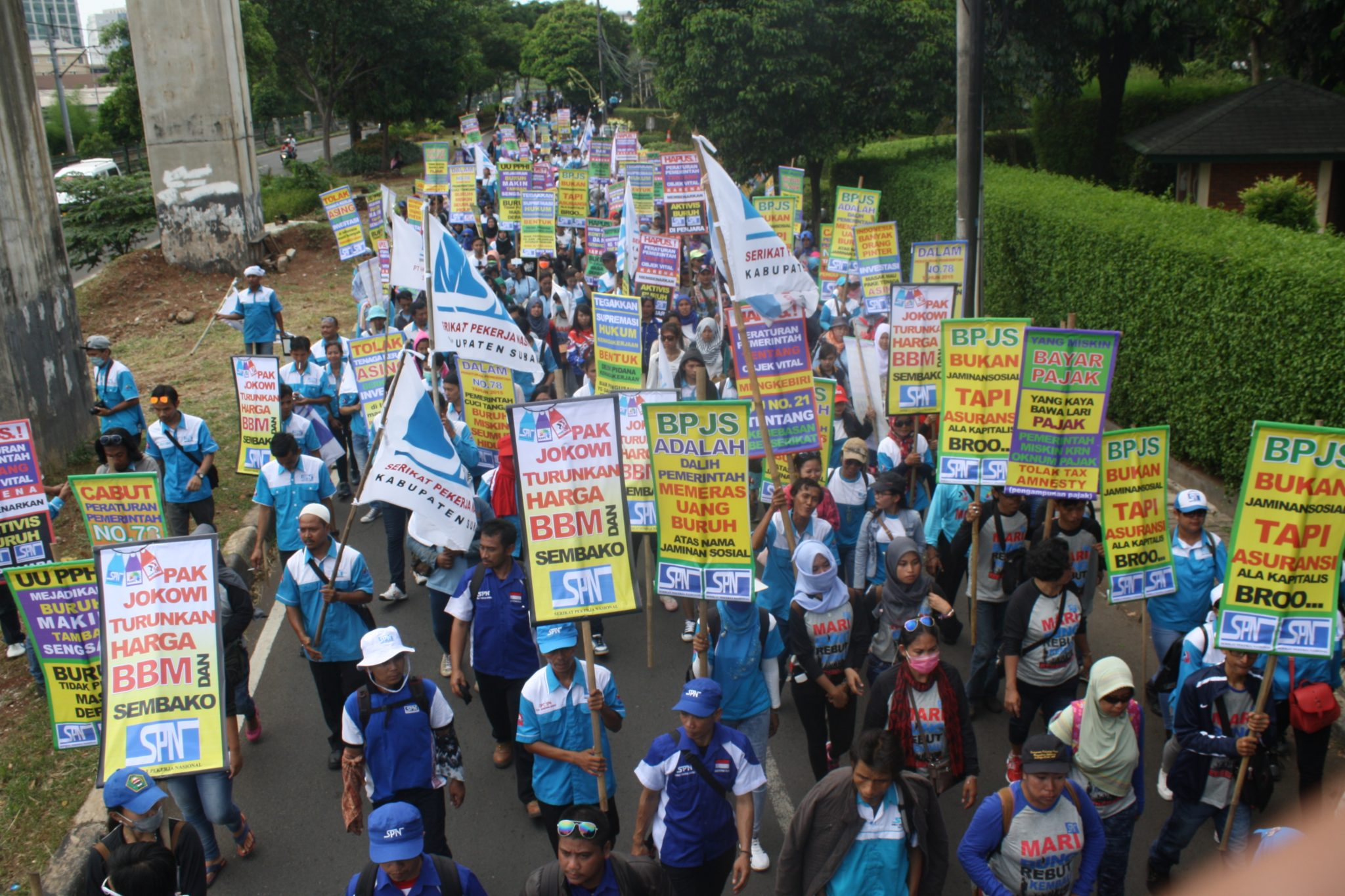 LONG MARCH MASSA AKSI SPN DARI DPR KE GBK