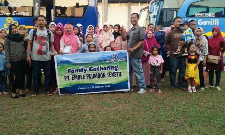 FAMILY GHATERING PT EMBEE PLUMBON TEXTILE