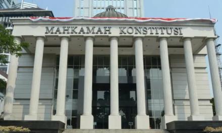 MK MENOLAK PERMOHONAN UJI MATERI PASAL 167 AYAT 3 UU NO 13/2003